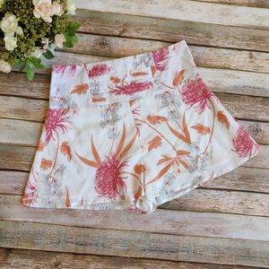 New MINKPINK Day Dreamer White Floral Shorts